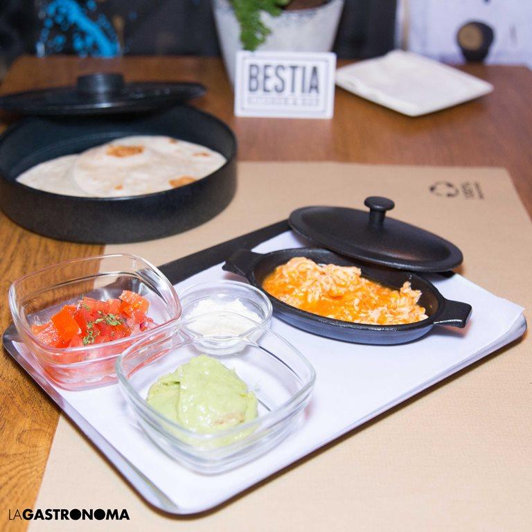 En Bestia se ofrecen varias quesadillas, de pavo con queso cheddar, de pollo con tomate confitado y de de chorizo picante y queso Oaxaca  ©Manuela Henao // www.manuelahenaocomercial.wordpress.com