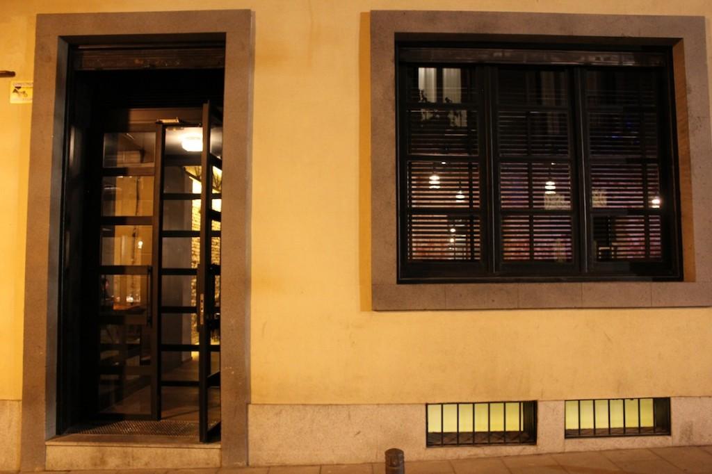 Lo que por fuera parece un sencillo restaurante, dentro esconde una Estrella Michelin. DESTAgE