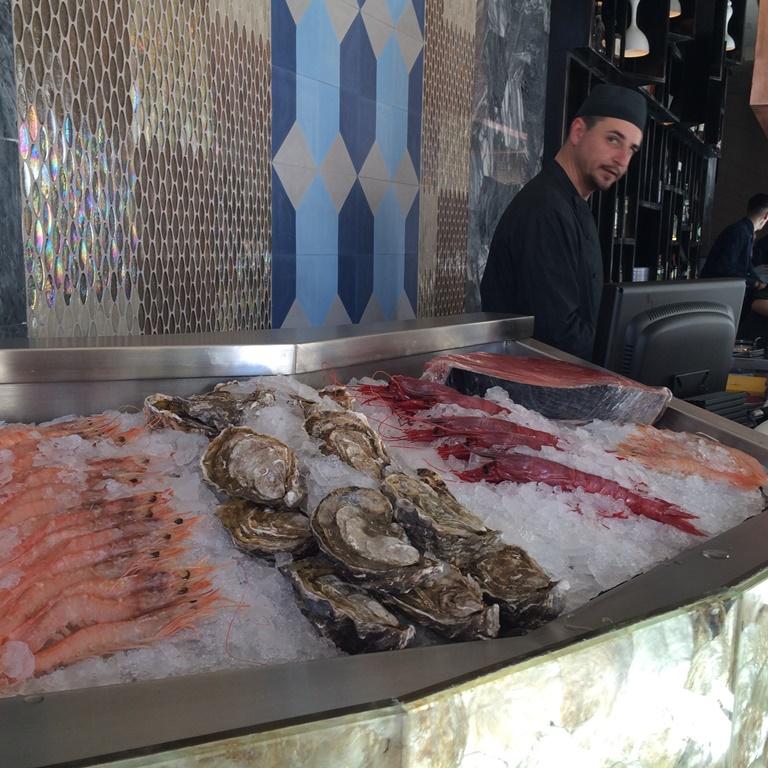 El pescado fresco está a la vista en el Raw Bar. ©LAGASTRONOMA