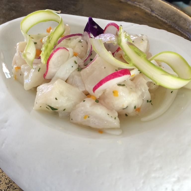 Impresionante el sabor a mar del ceviche de corvina y calamar del Raw Bar. ©LAGASTRONOMA