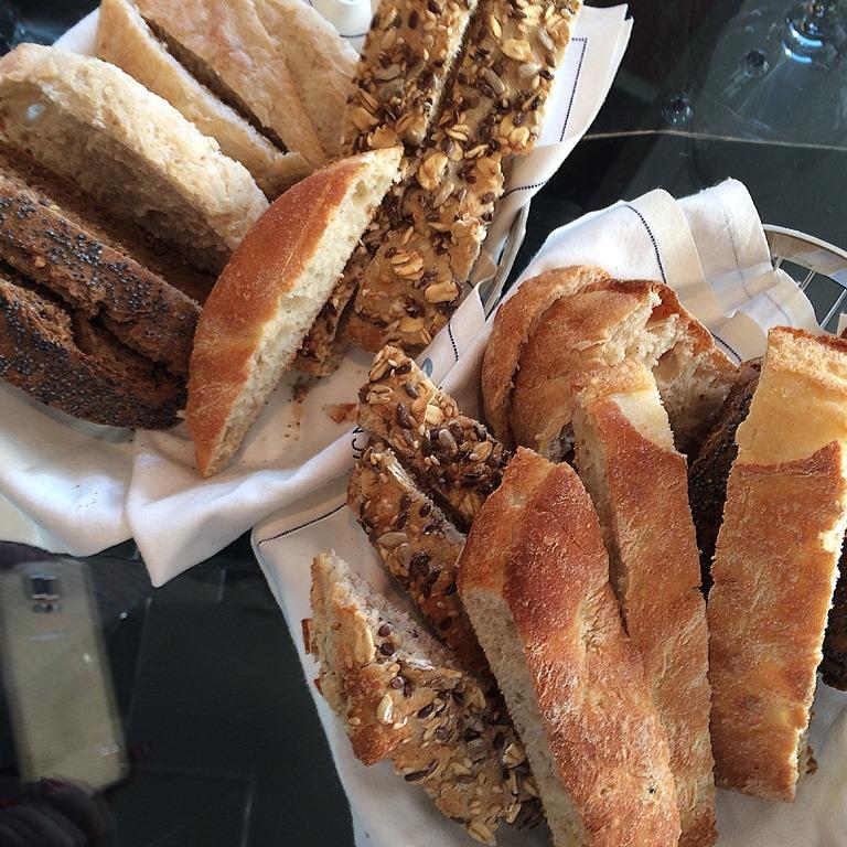 El pan de La Lonja es de Viena La Baguette.