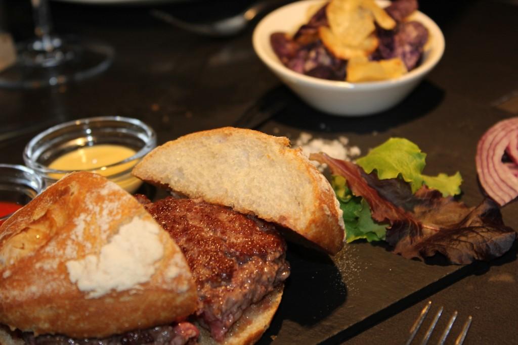 La carne es auténtica de vaca rubia gallega. Taberna Pedraza. LAGASTRONOMA©