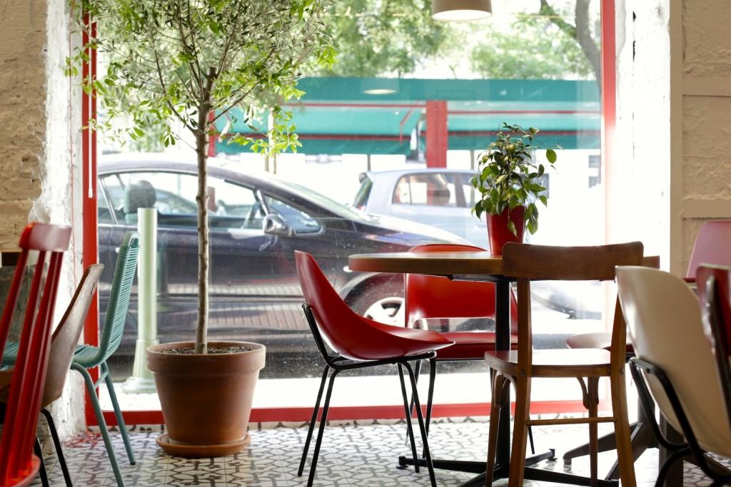 Interior de Taberna Pedraza, en la calle Ibiza, 40