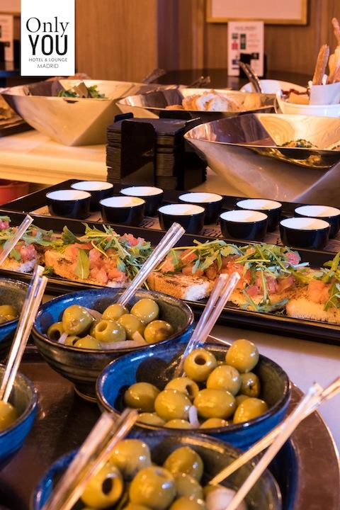 Aceitunas aderezadas del  aperitivo italiano del hotel ONLY YOU