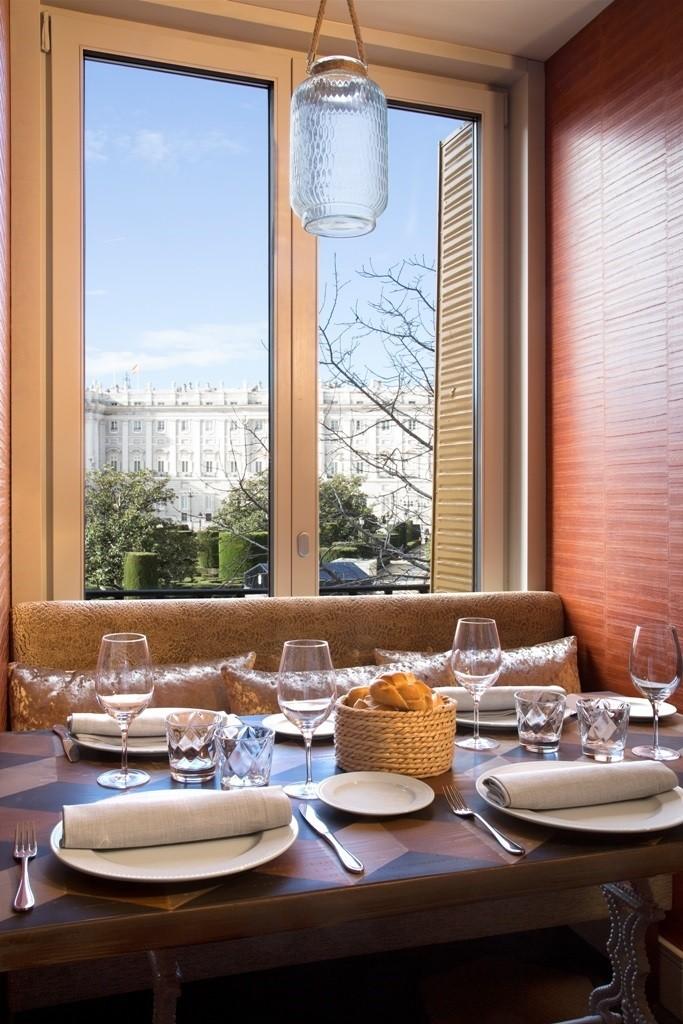 Impresionantes vistas al Palacio Real desde el comedor de La Lonja.