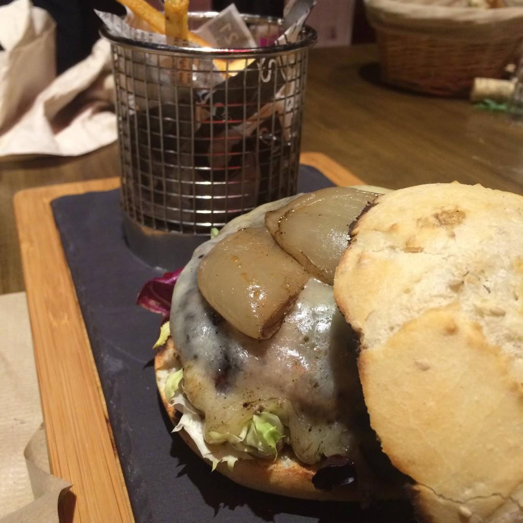 El mejor plato, la hamburguesa con pan rústico