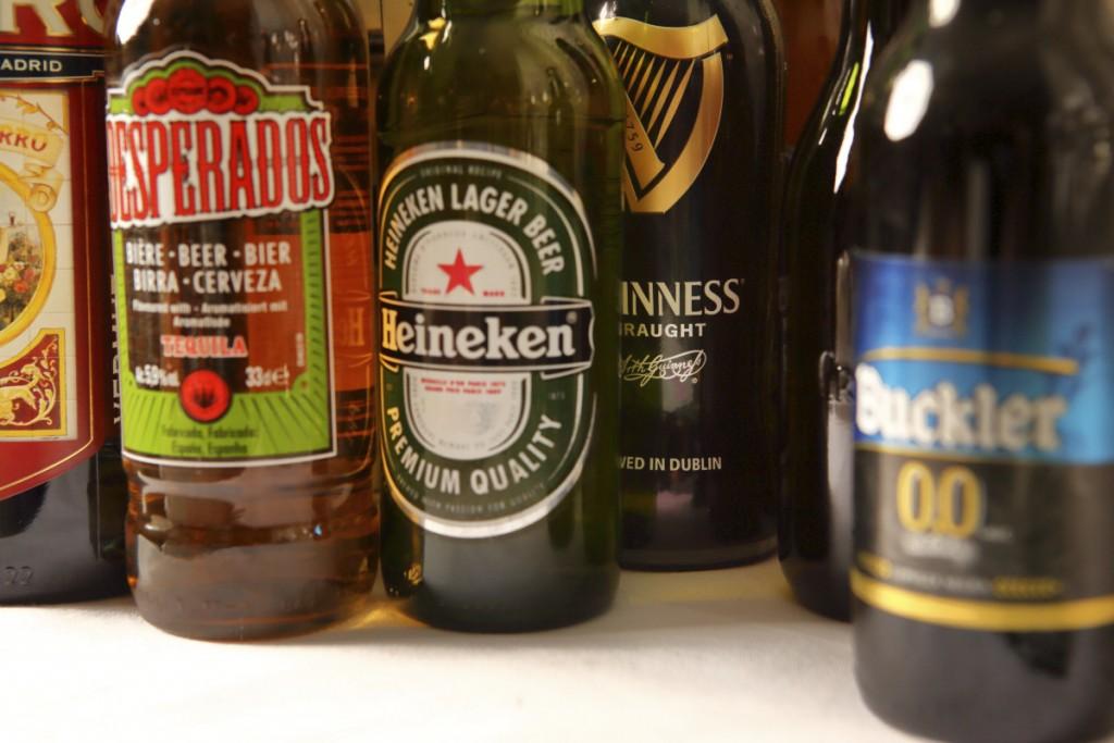 Cervezas primium, negra, sin alcohol... que serví muy frías