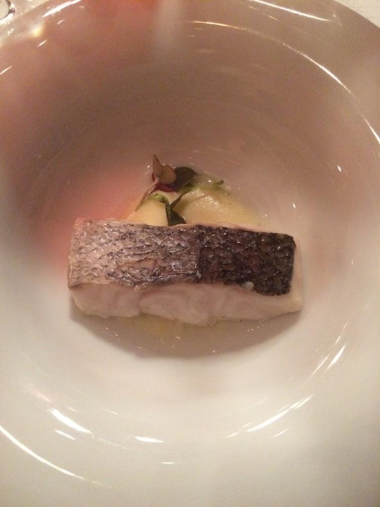 Merluza al pil pil,. Restaurante Gastronómico Marqués de Riscal. ©LAGASTRÓNOMA