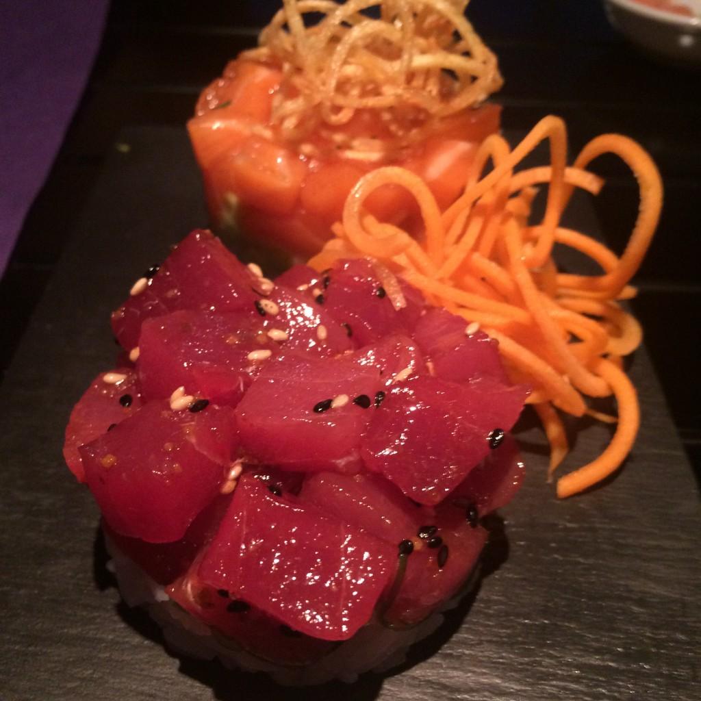 Tataki de atún con aguacate y reducción de vinagre de buenísima calidad. SKYSUSHI