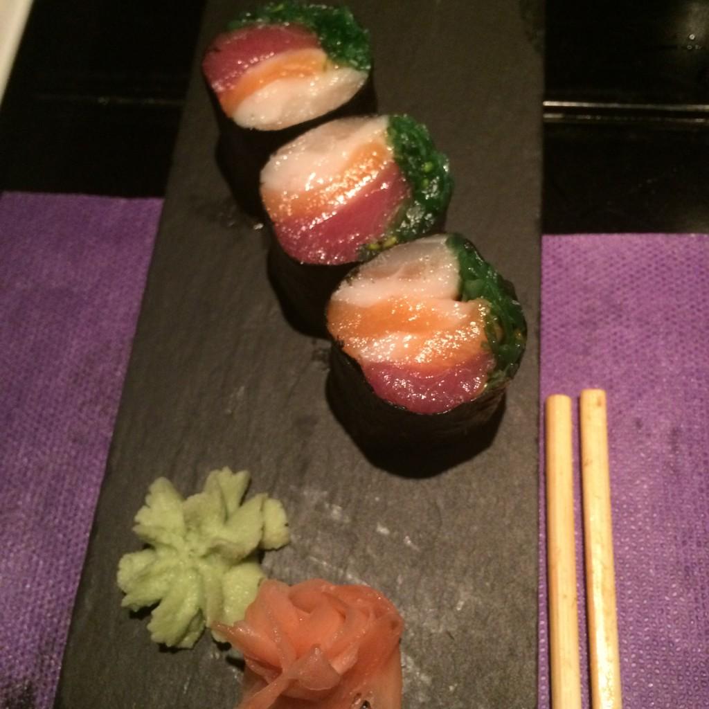 En SKYSUSHI también sirven makis rellenos sólo de pescado y sin arroz. Contraste en la boca