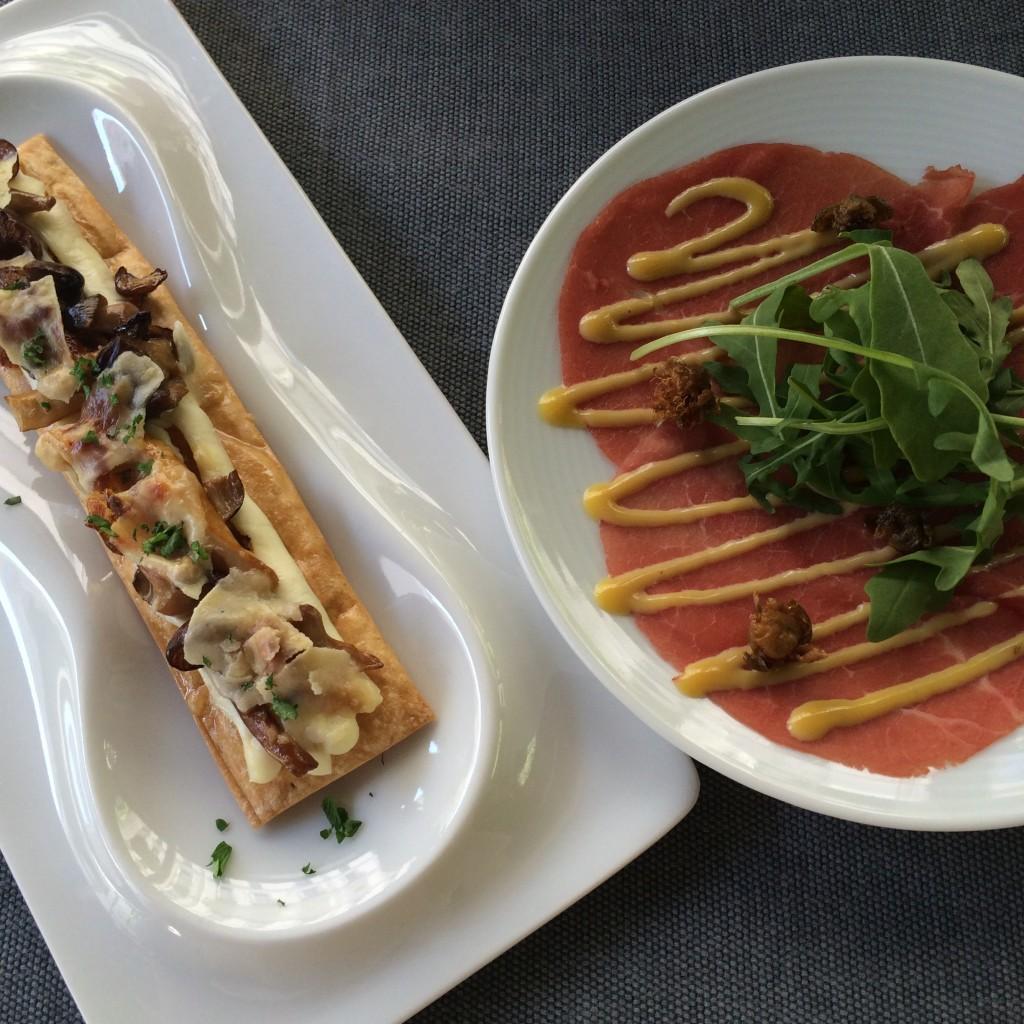 Los salados comienzan con una coca y un carpaccio, con crujientes alcaparras que lo acompañan. The Perfect Brunch by Ramón Freixa. Hotel Único Madrid  ©LAGASTRÓNOMA