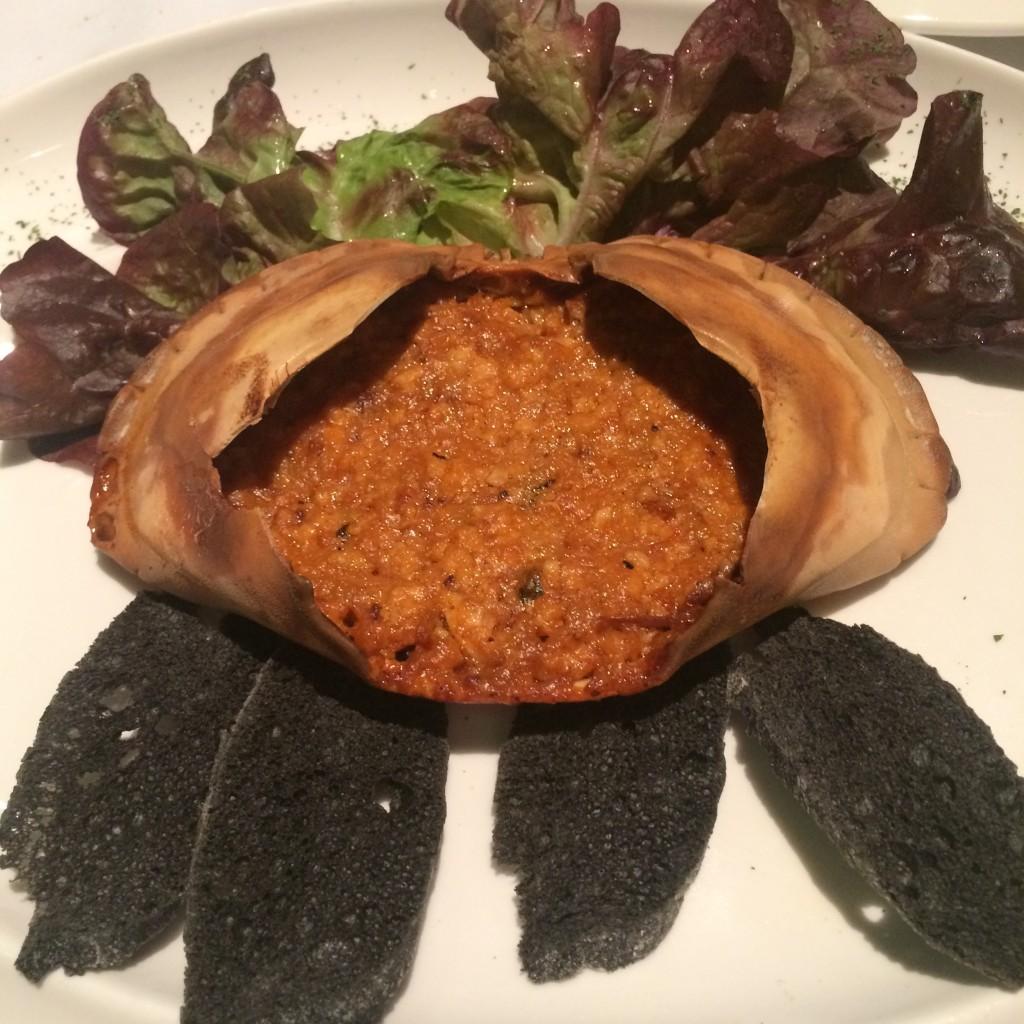 Obligado es pedir el Txangurro de buey de mar y verduras en el restaurante Floren Domezain