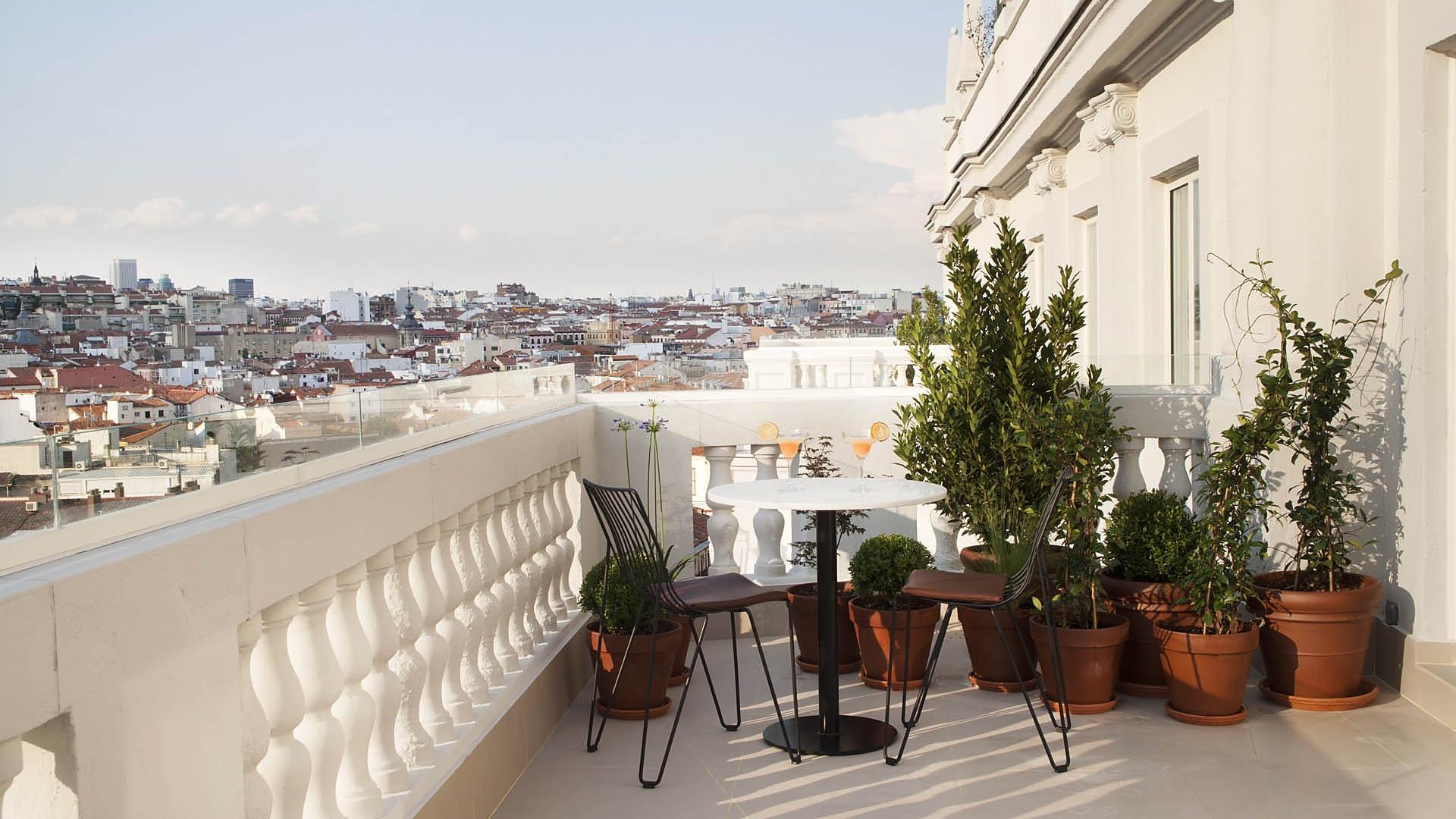 Las 5 nuevas terrazas de hoteles en madrid lagastronoma com for Terrazas de verano madrid