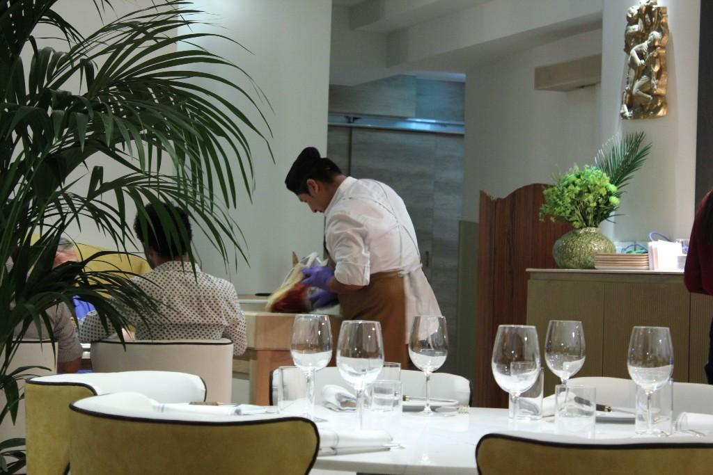 La carne se corta delante del comensal. Restaurante SQD MEAT POINT ©LAGASTRONOMA