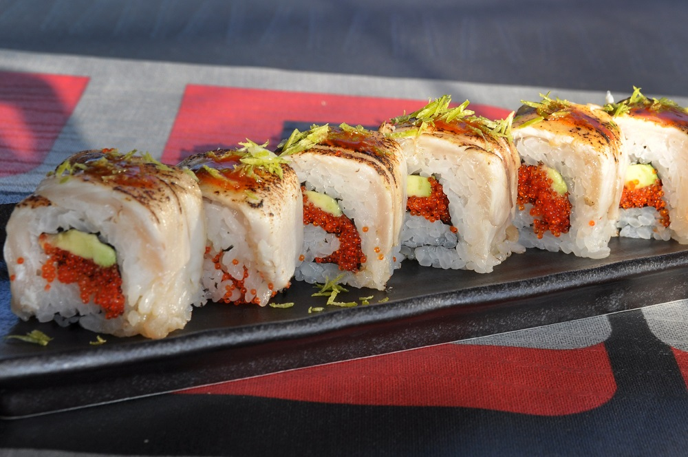 Hamachi roll flambeado de Inari