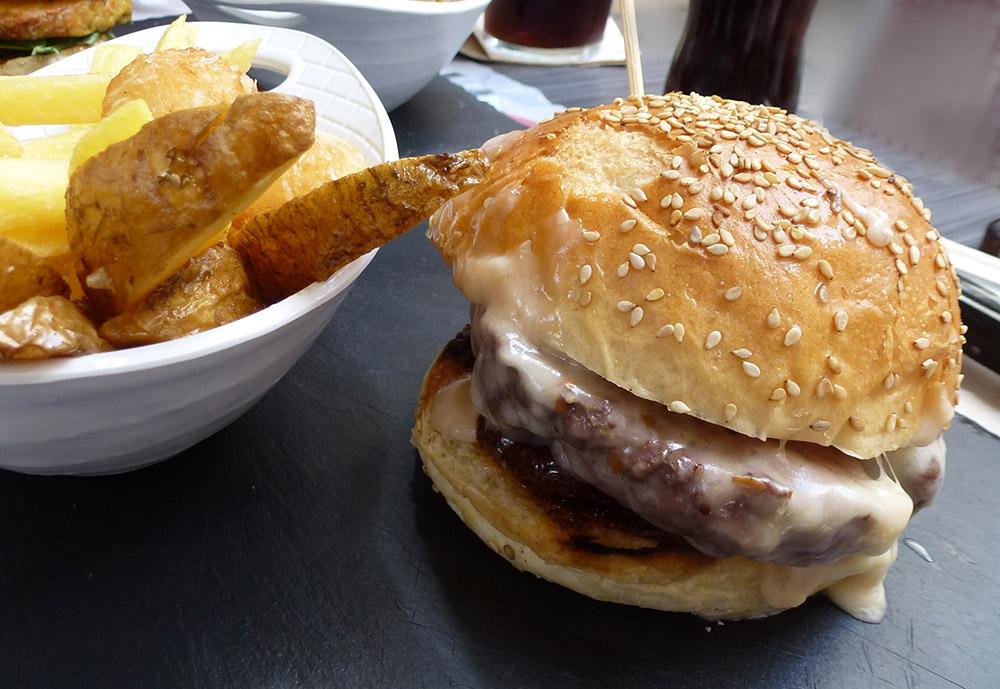 La hamburguesa blanca de Cowbells,
