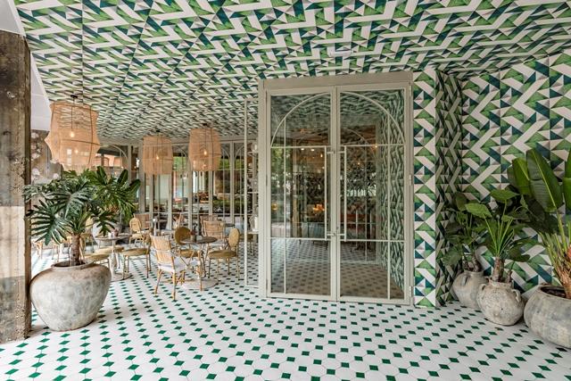 Terraza exterior del restaurante Perrachica de Madrid