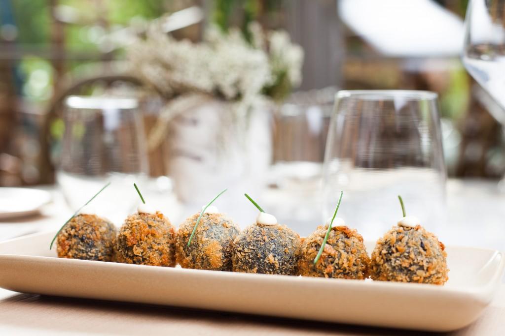 El restaurante Perrachica propone dos tipos de croquetas, de rabo de toro y de chipirones