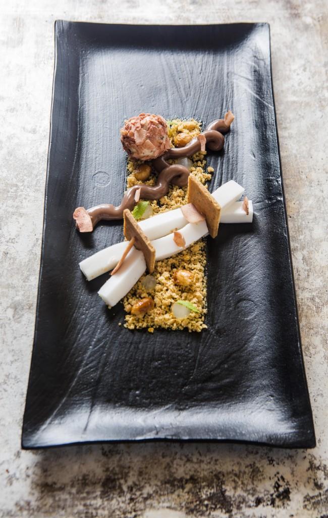 Creativo postre de curry, coco y cacahuetes