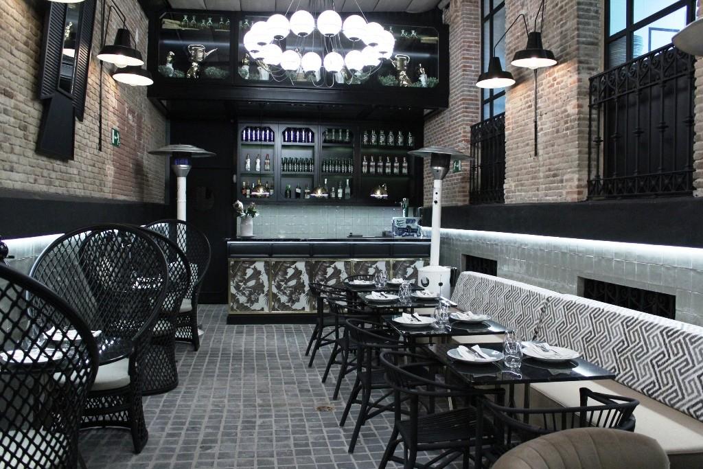 Terraza interior del restaurante RANDOM ©LAGASTRÓNOMA