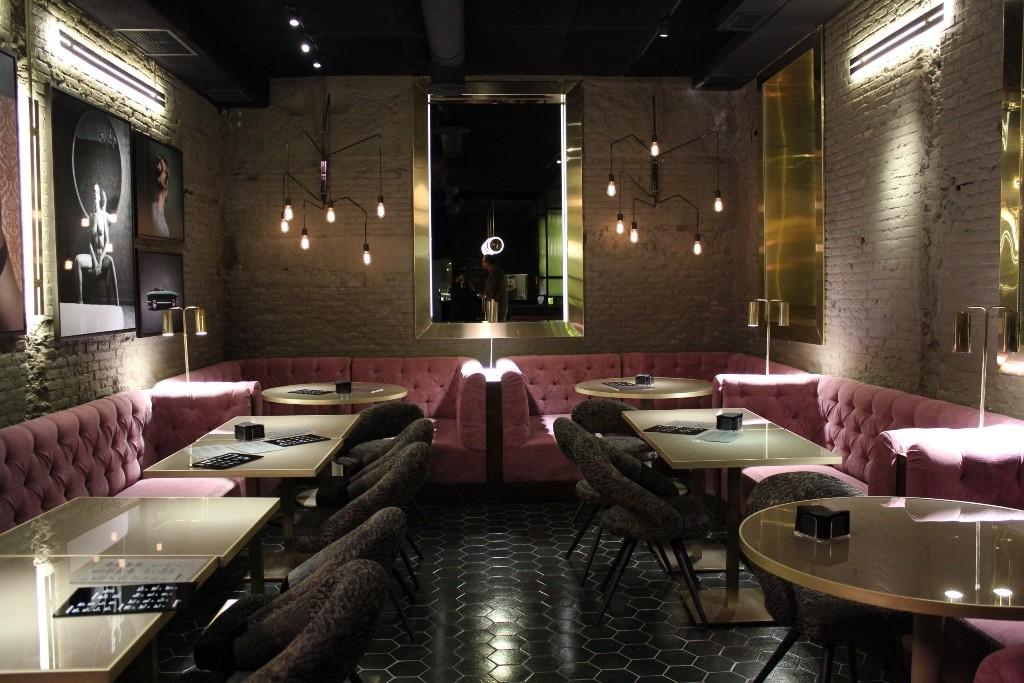 El restaurante RANDOM es muy diferente a sus predecesores, LE COCÓ o El Columpio. Zona de mesas de su club Anónimo ©LAGASTRÓNOMA