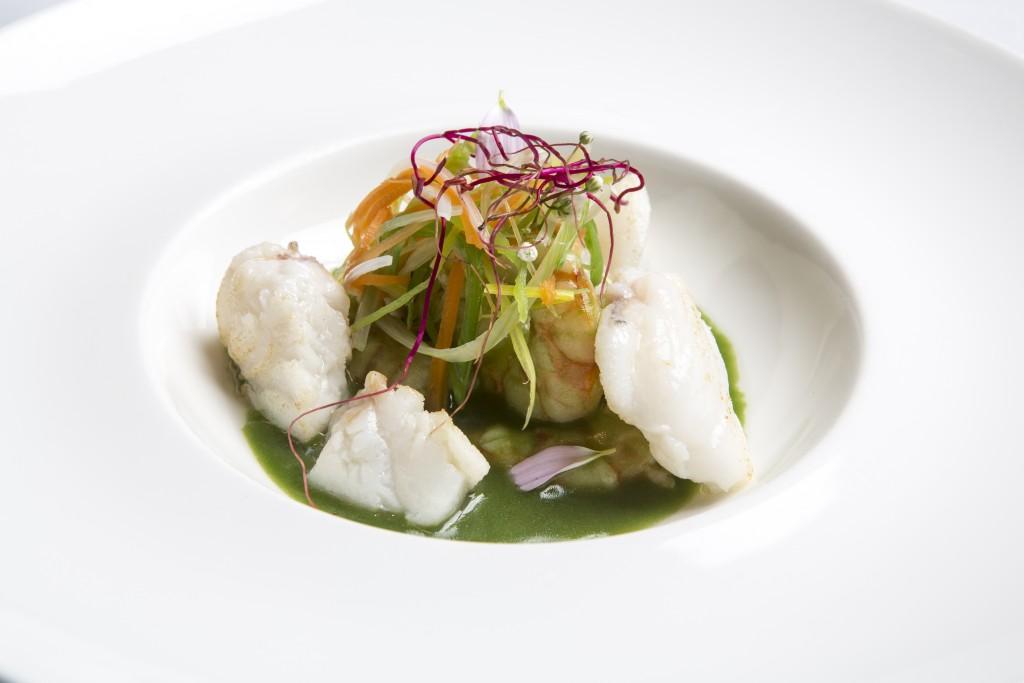 El plato de pescado del Menú Ayer y Hoy se acompaña de una salsa muy original que sorprende al cliente