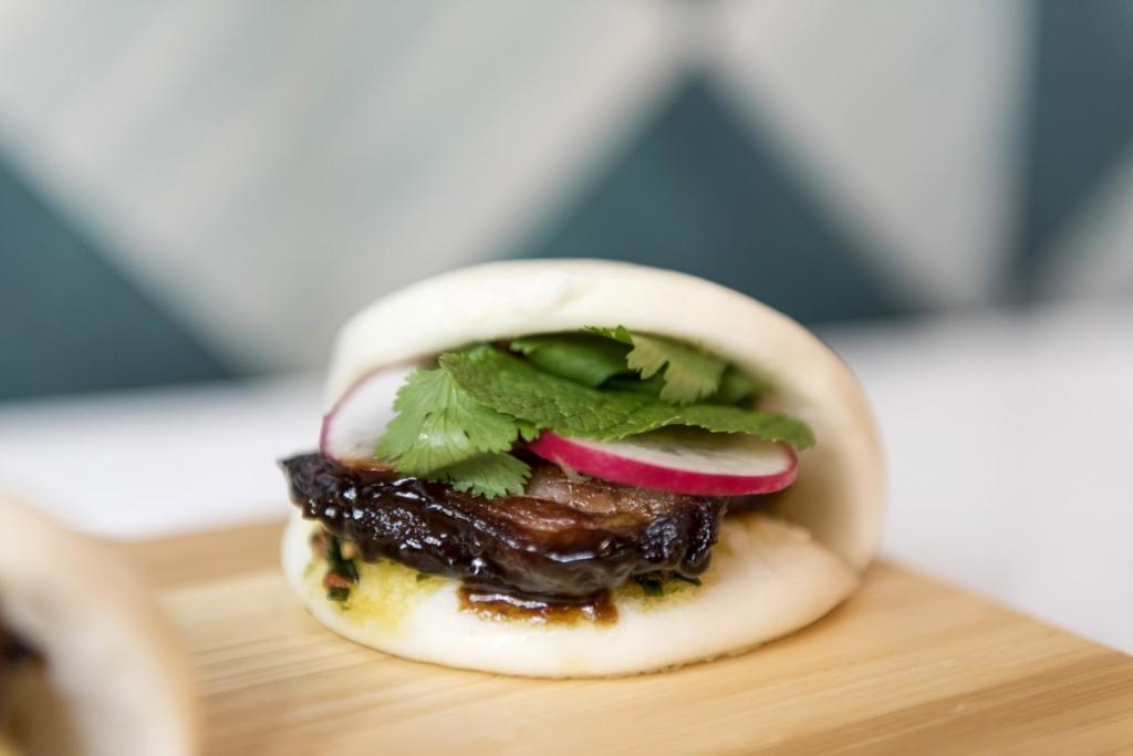 El pan bao lo sirven con pato o panceta