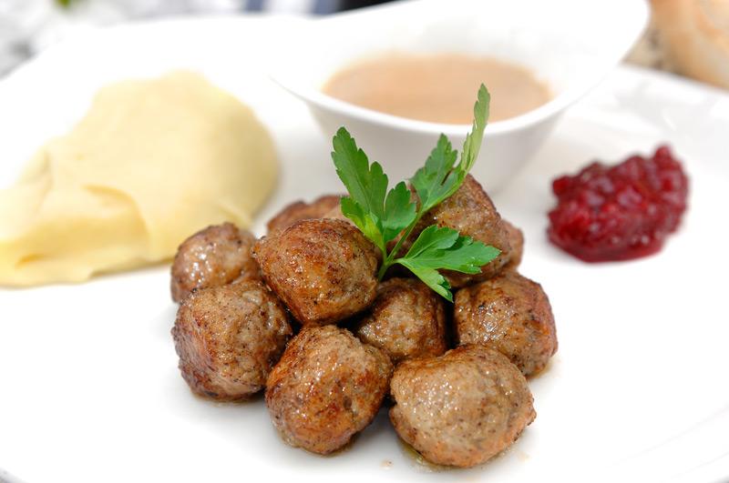 Albóndigas suecas con puré de patata. Marconi