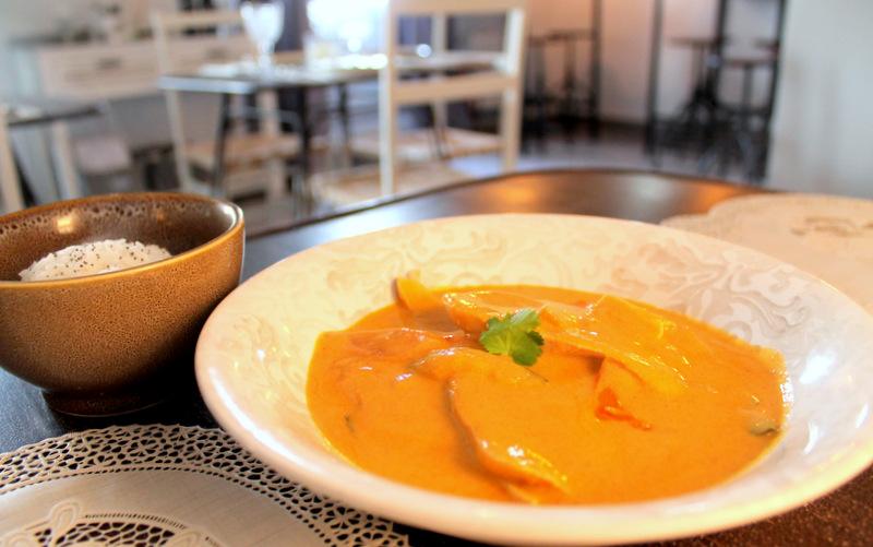 Pollo al curry. Restaurante El Sueño de Alicia ©LAGASTRONOMA