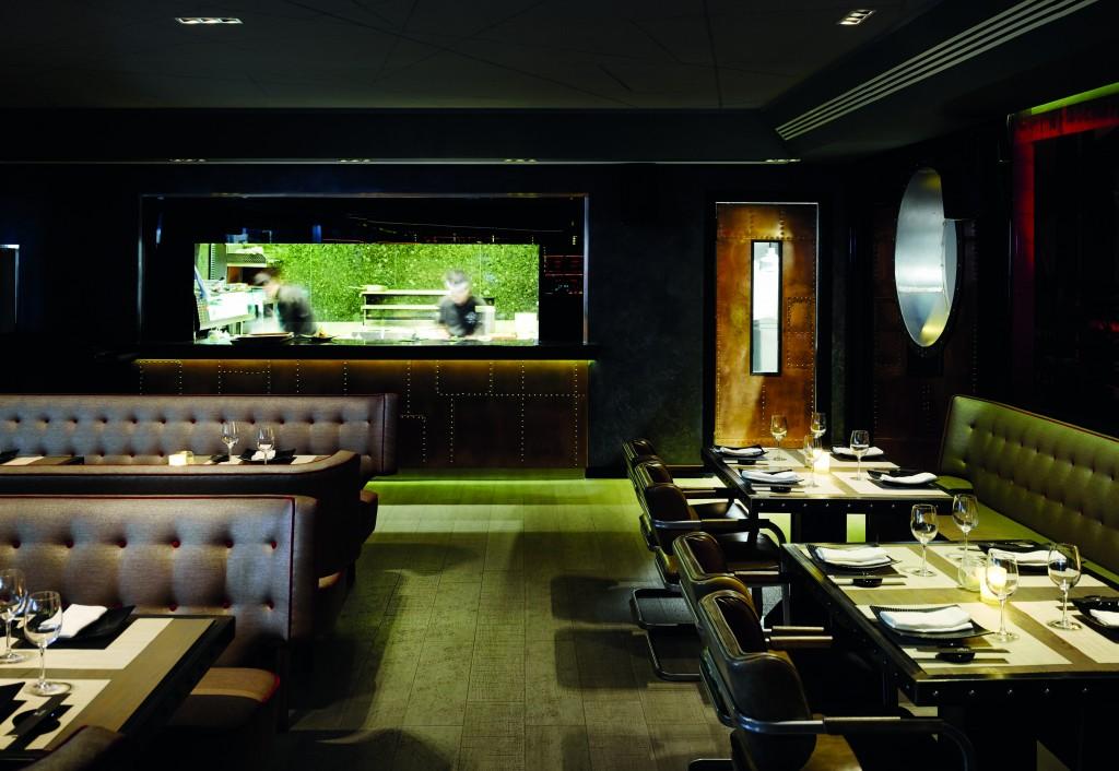 Interior del restaurante nikkei UNI, en Puente Romano