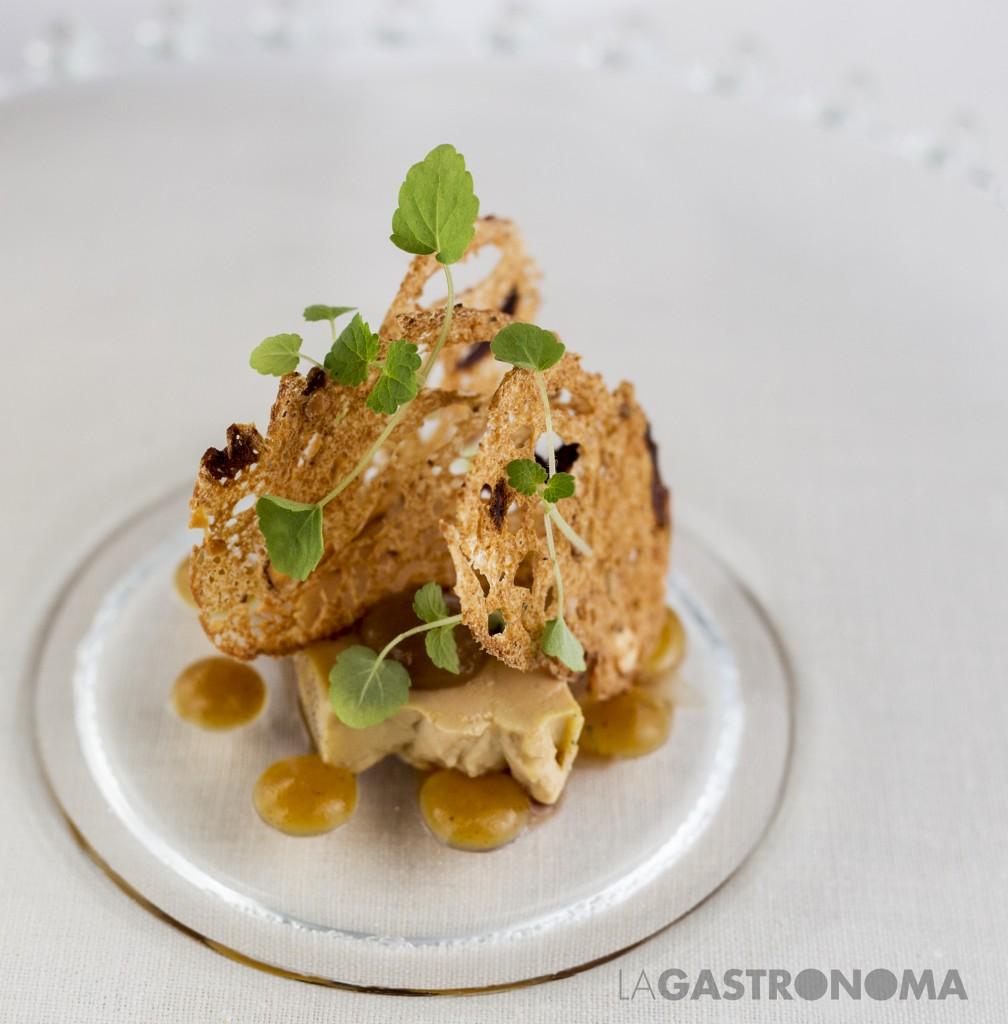 """Foie-Gras """"Micuit"""", manzana especiada en granos de pimienta verde y frutos secos. Restaurante Carlos Oyarbide ©Manuela Henao www.manuelahenao.com"""