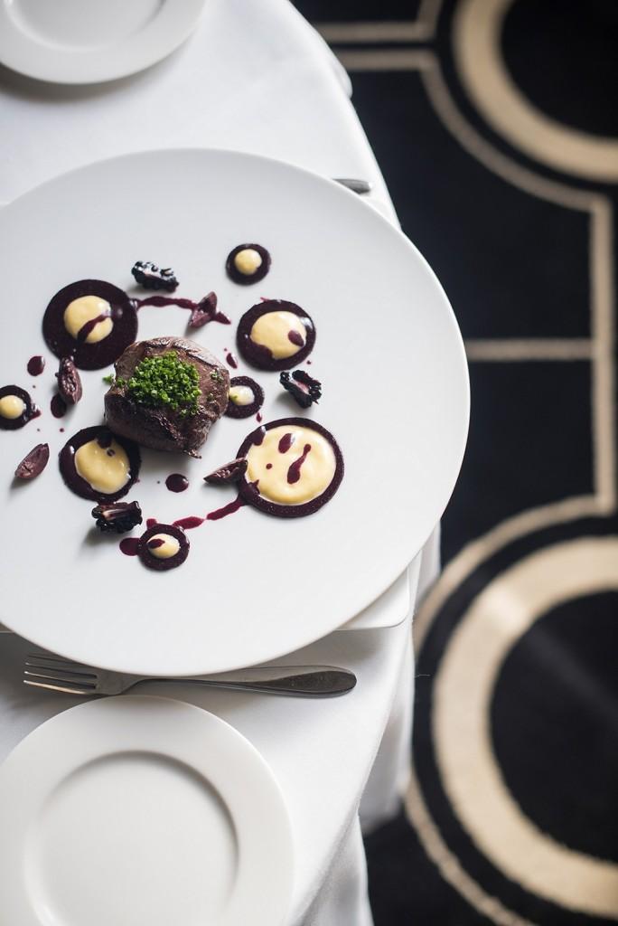 Ciervo asado con moras y olivas negras. Restaurante Círculo Mercantil