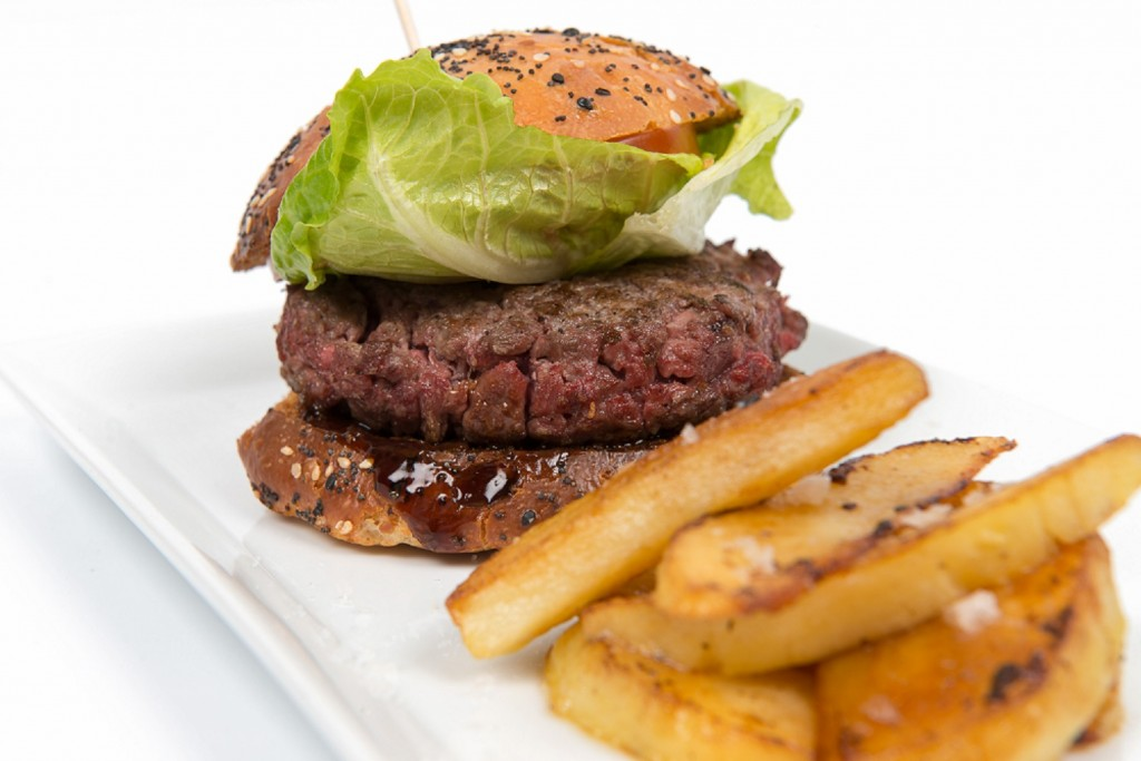 Hamburguesa suiza con queso gruyere y cebolla carmelizada. Restaurante Fonty