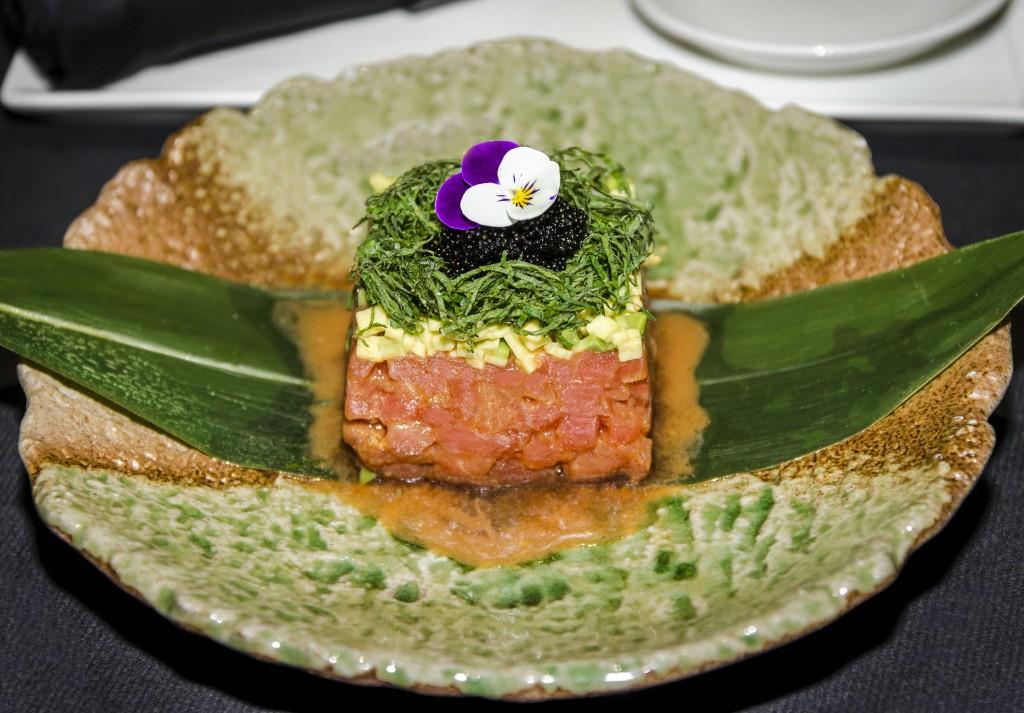 El atún se propone en diversas variantes. En la foto, elaborado como tartar. Restaurante Enso Sushi