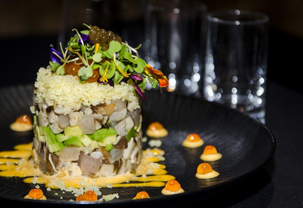 Ttimbal de pez limon con shittake, aguacate, tempurako y un toque de trufa. Restaurante Enso Sushi
