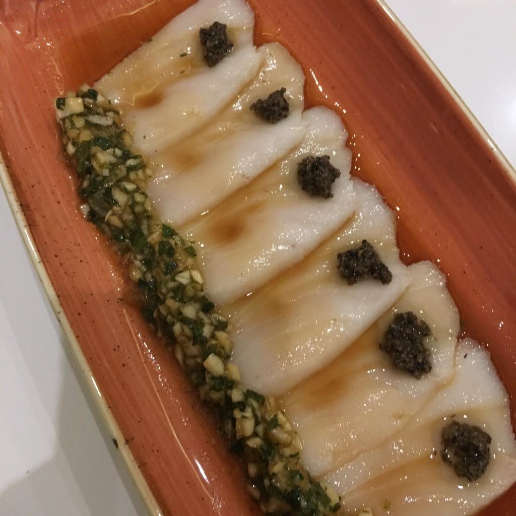 Carpaccio de pez mantequilla con cebollino ©LAGASTRÓNOMA