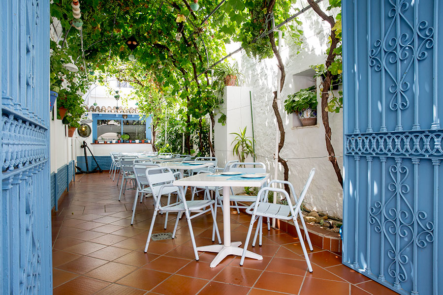foto-patio-la-taberna-de-el-campero