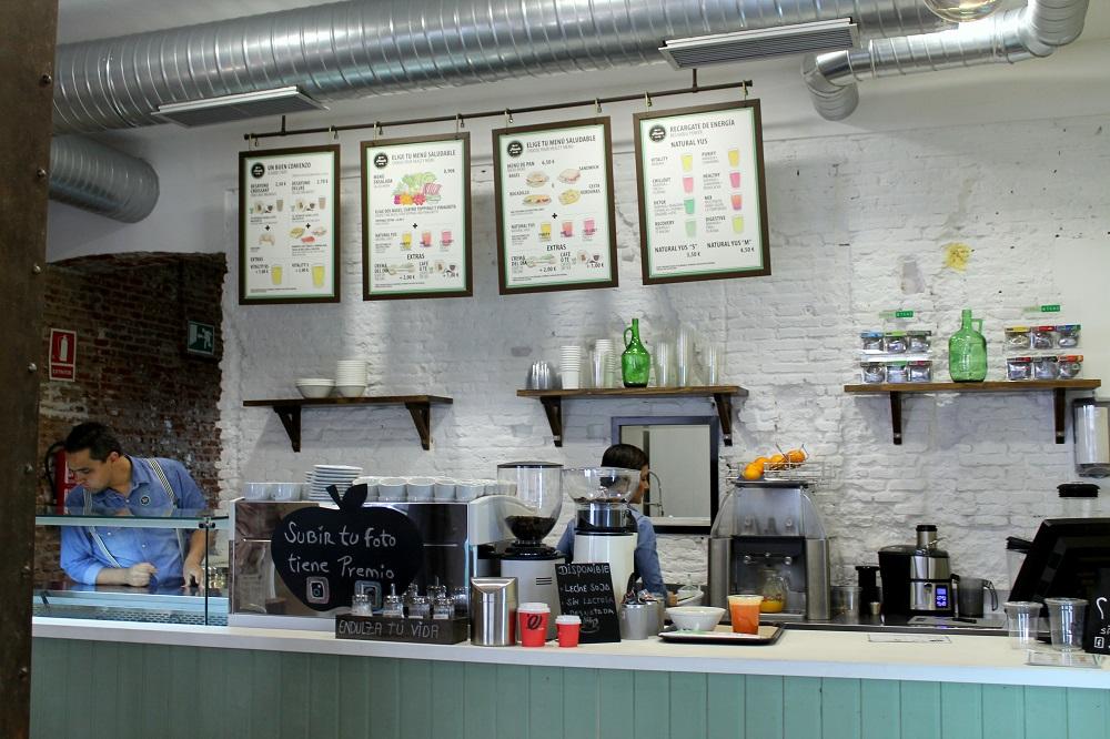 Mostrador del nuevo café Pinale