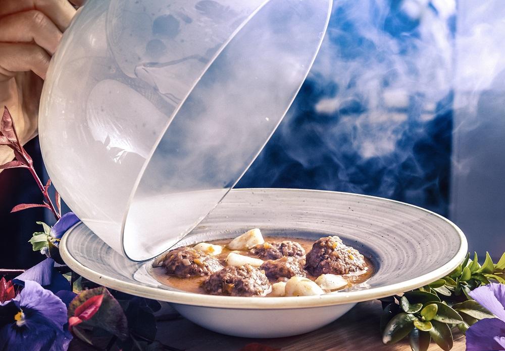 albóndigas de carrillera sobre puré patatas trufadas. Restaurante NIMÚ BISTRO