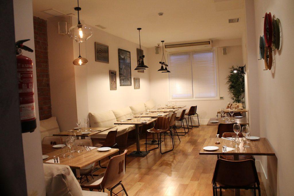 Además de su reservado, La Pilla dispone de una sala interior en la que organizar cenas y cócteles de grupos