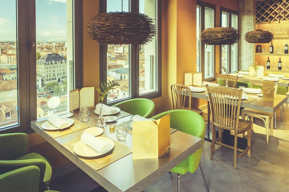 NIMçU AZOTEA se sitúa en la décima planta del Hotel Conde Luna