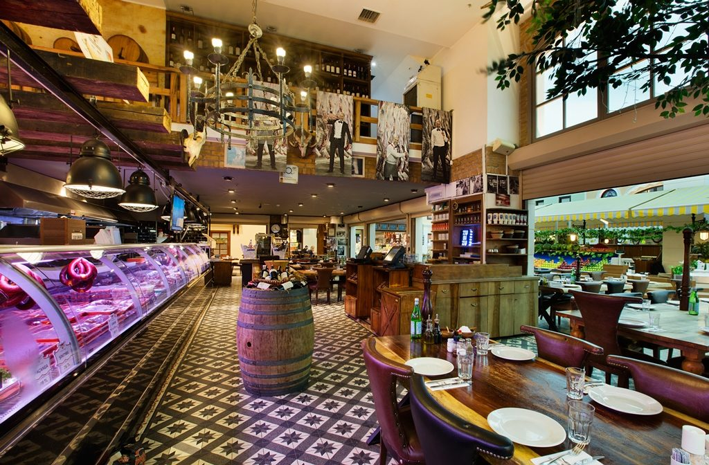 Interior del steakhouse de Cüneyt Asan