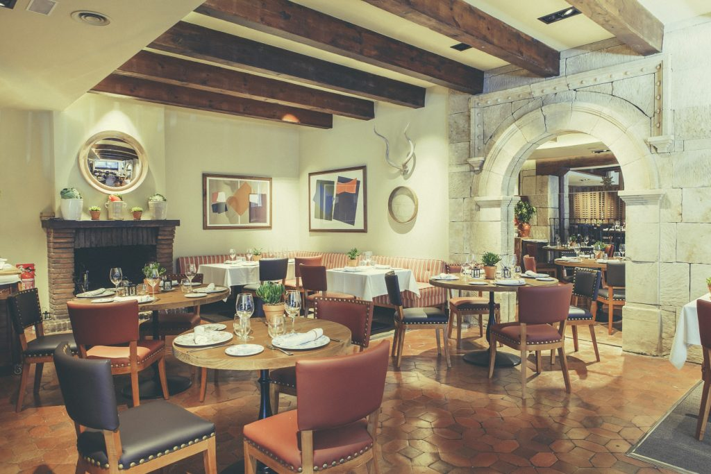 Casa Mando es el renovado mesón del Hotel Conde Luna