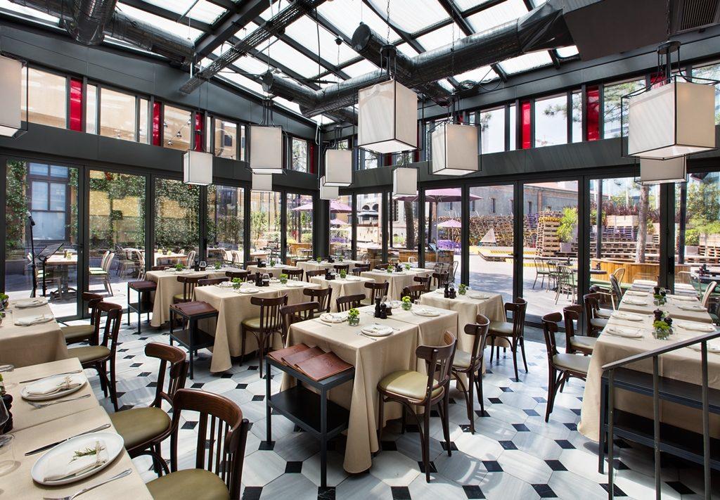 Interior del restaurante Kiva