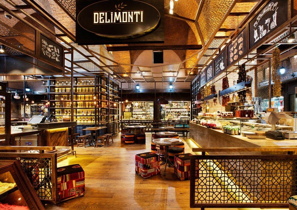 El restaurante-tienda gourmet Delimonti se ubica dentro de una antigüa fábrica de cervezas