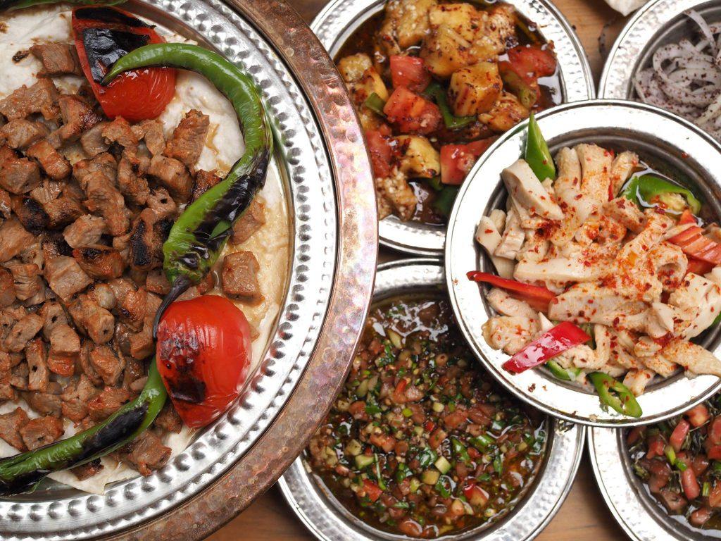 Detalle de los platillos de cocina turca de uno de los restaurantes más tradicionales de Estambul. Çiya