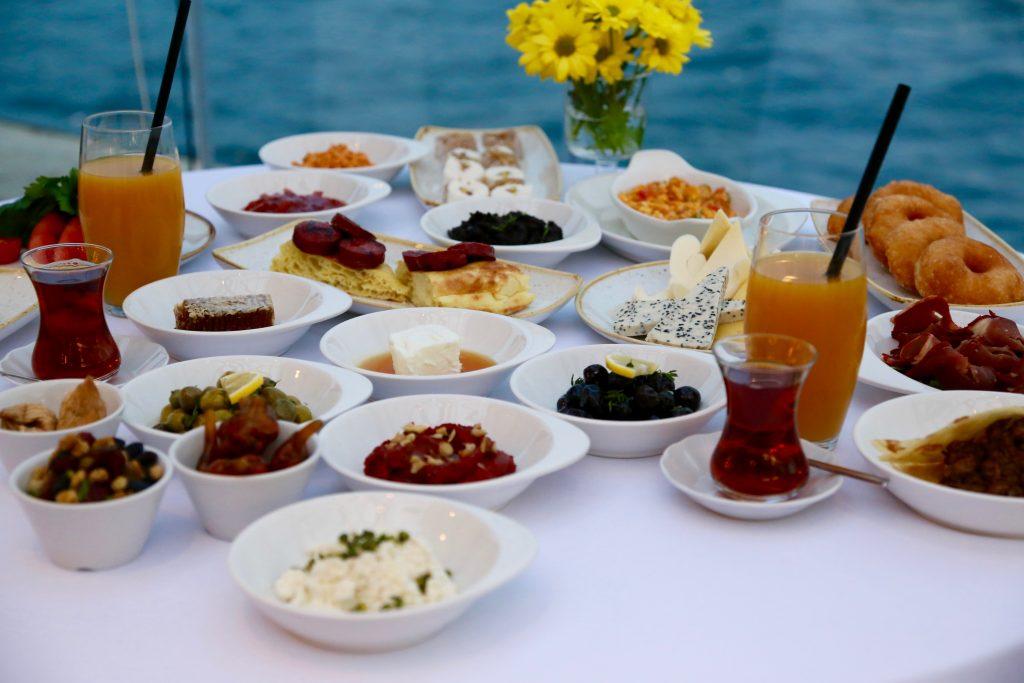 Detalle de un desayuno turco en Sardunya