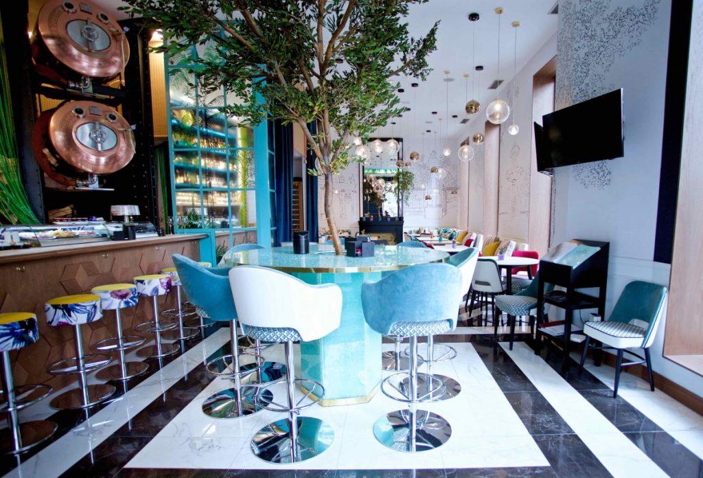 Barra y comedor del nuevo restaurante Puerta de Alcalá