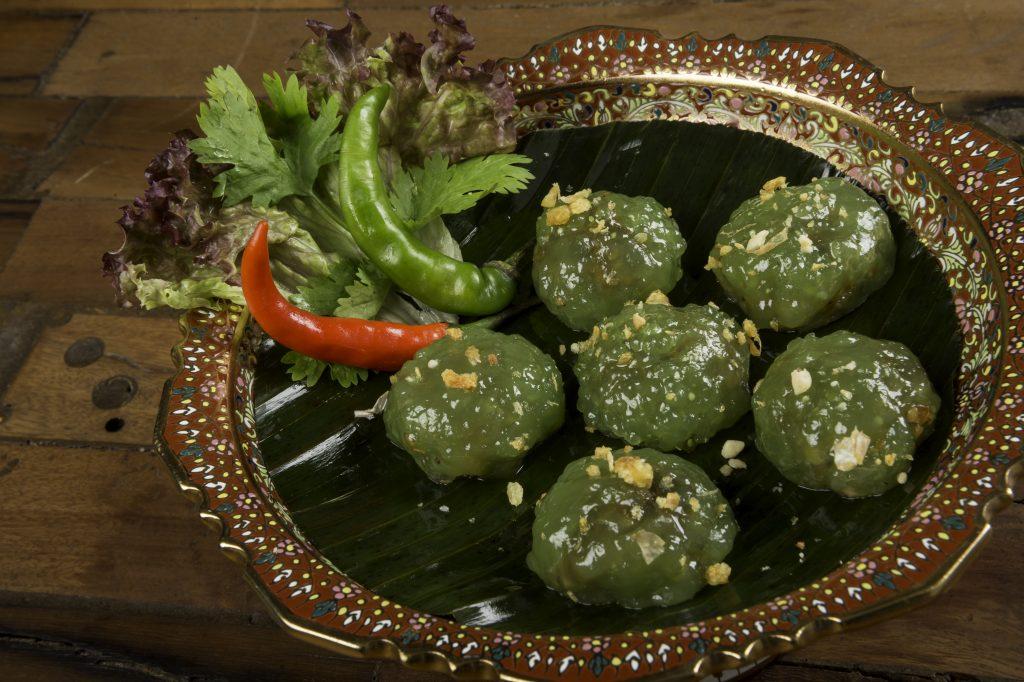 Saku Sai Mou es uno de los nuevo platos de la carta de Thai Garde. Consiste en una empanadilla rellena de cerdo, coco tostado y bañado de salsa de tamarindo y sésamo
