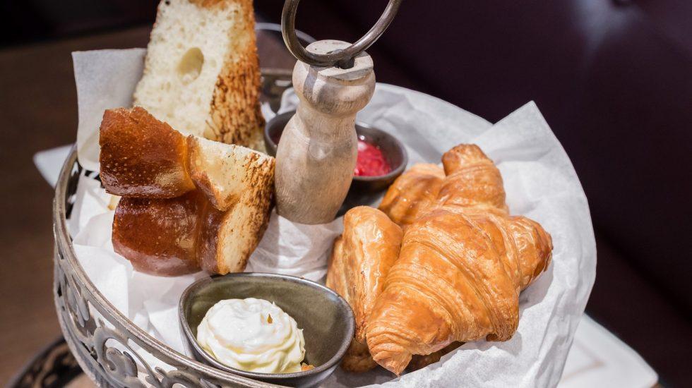 Bollería artesanal con mantequilla y mermelada del brunch de BIBo ⒸAna Gómez. www.anagomez.eu
